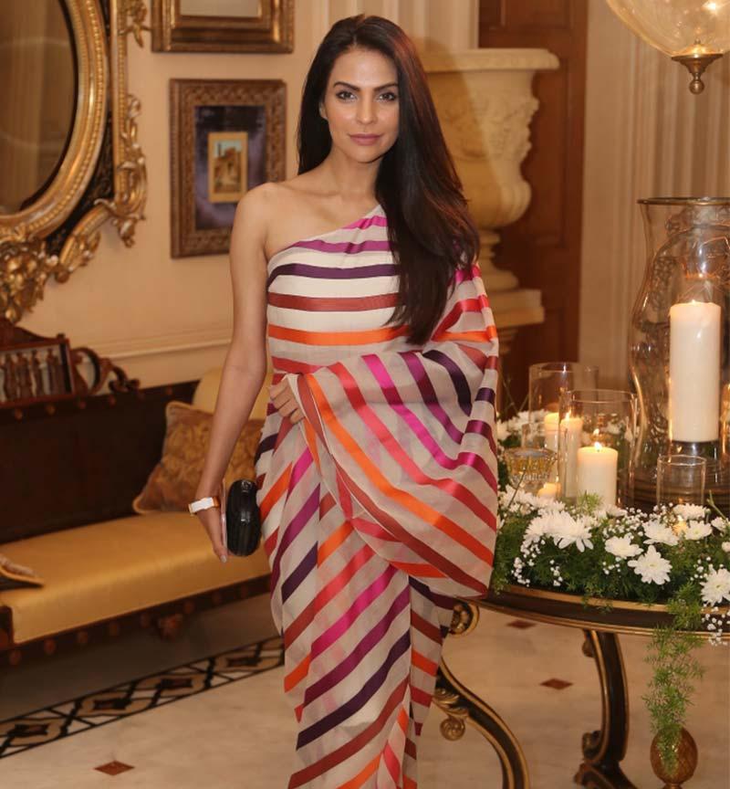 whats in her bag? Fouzia Aman